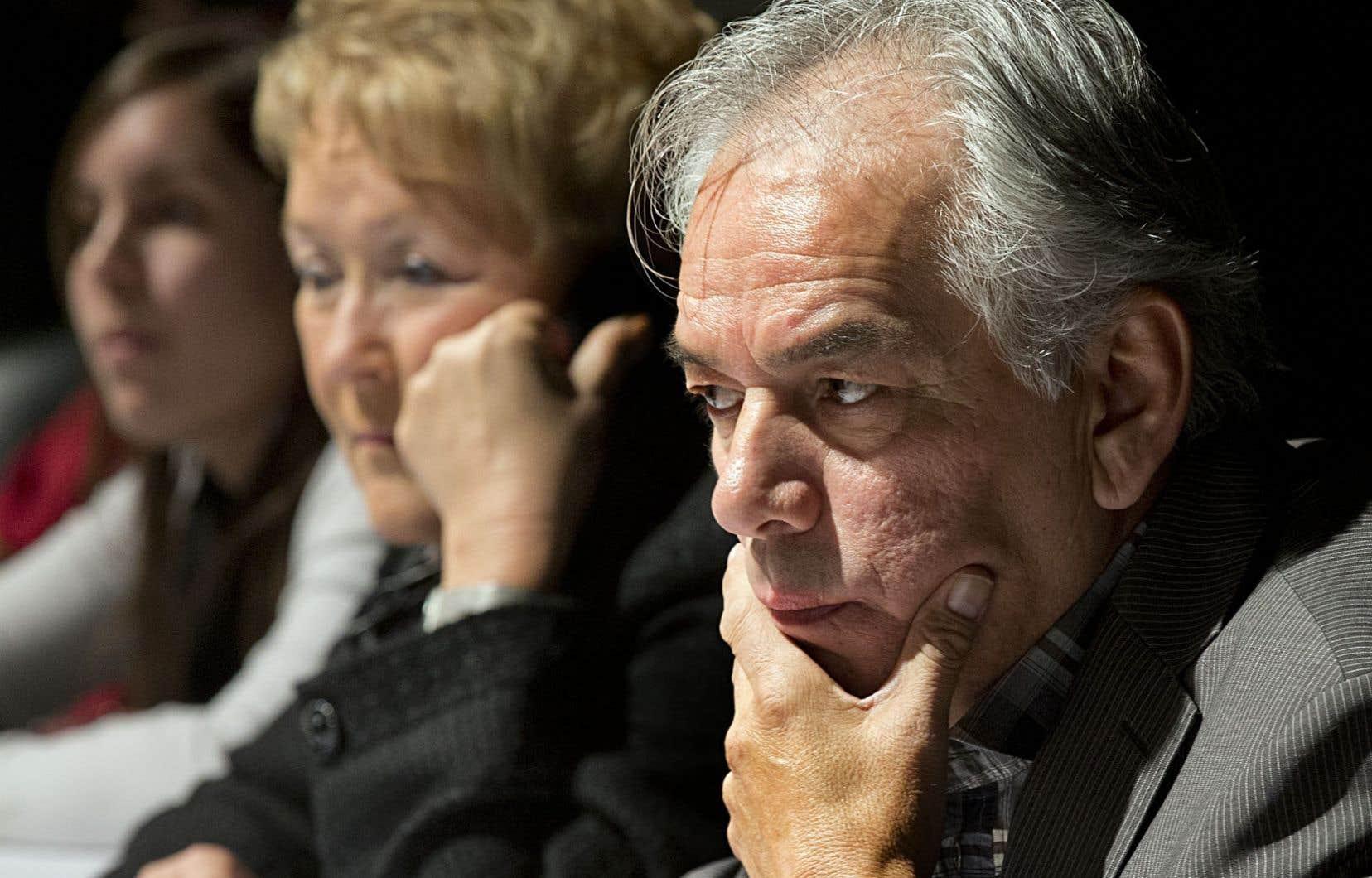 Au terme du Sommet sur les territoires et les ressources en décembre 2012, Pauline Marois et Ghislain Picard avaient tenu un point de presse au cours duquel la première ministre disait vouloir négocier de nation à nation avec les Premières Nations.