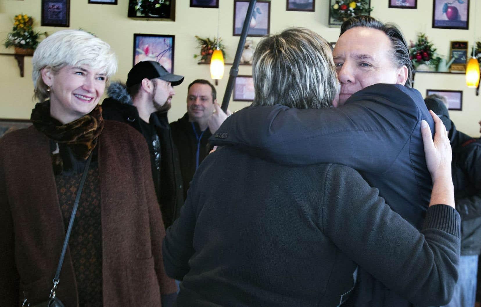 Isabelle Brais est présente au côté de son conjoint François Legault depuis le tout premier jour de la campagne électorale.