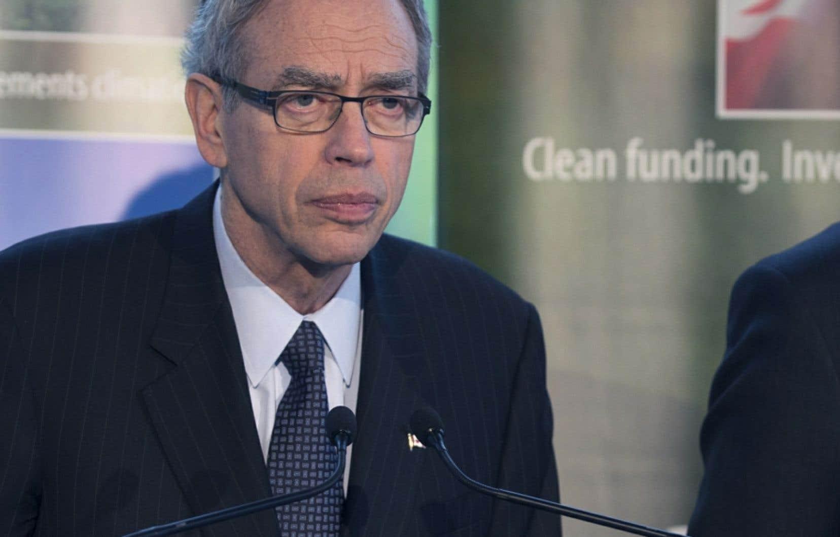 Le ministre Joe Oliver quitte le portefeuille des Ressources Naturelles pour remplacer Jim Flaherty aux Finances.