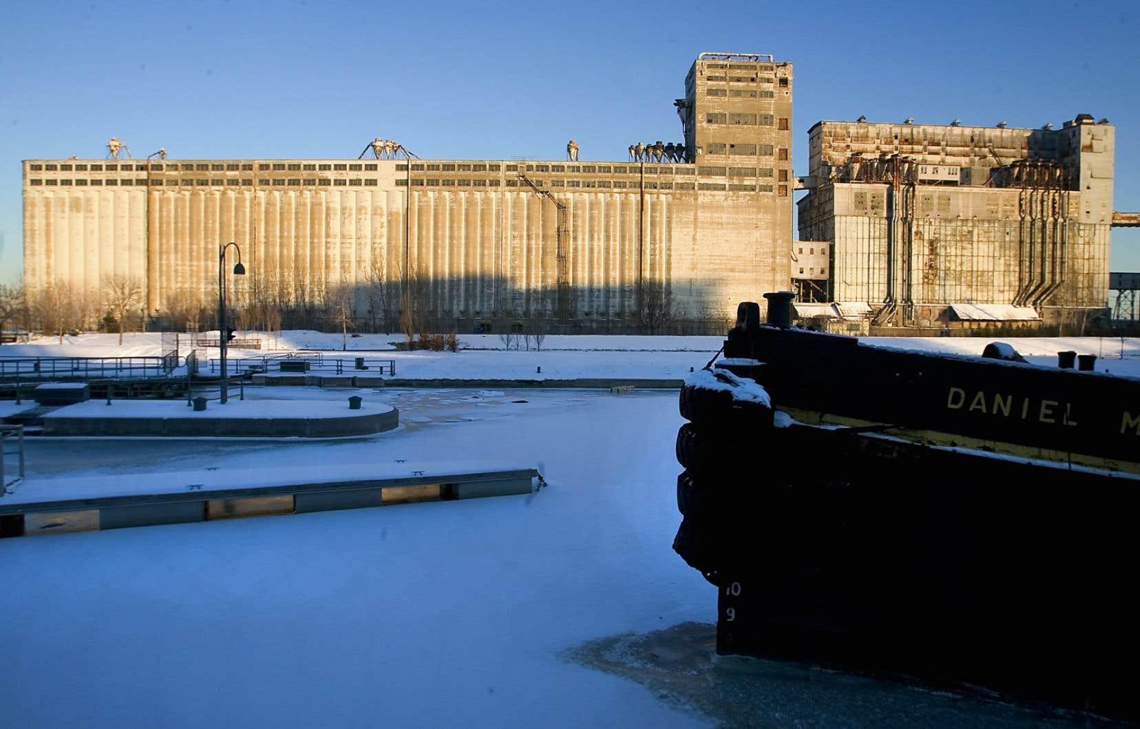 Alors que de nombreuses villes du monde remettent leur patrimoine industriel au goût du jour, Montréal tarde à donner une seconde vie aux silos à grain du Vieux-Port.