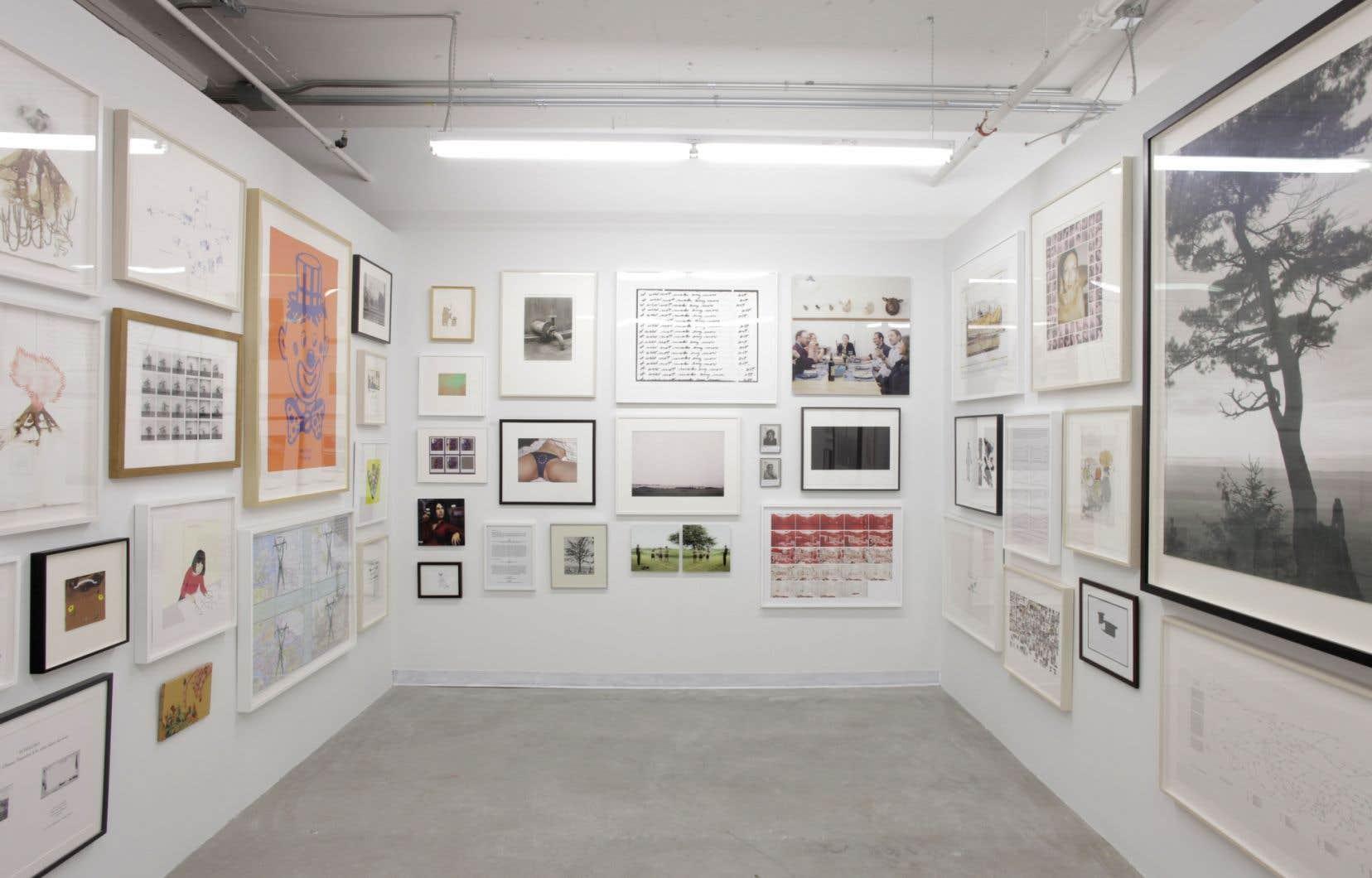 <em>J'en veux plus, toujours plus! And I Still Want More!</em> regroupe 45 œuvres de 42 artistes dans un espace de 300 pieds carrés.