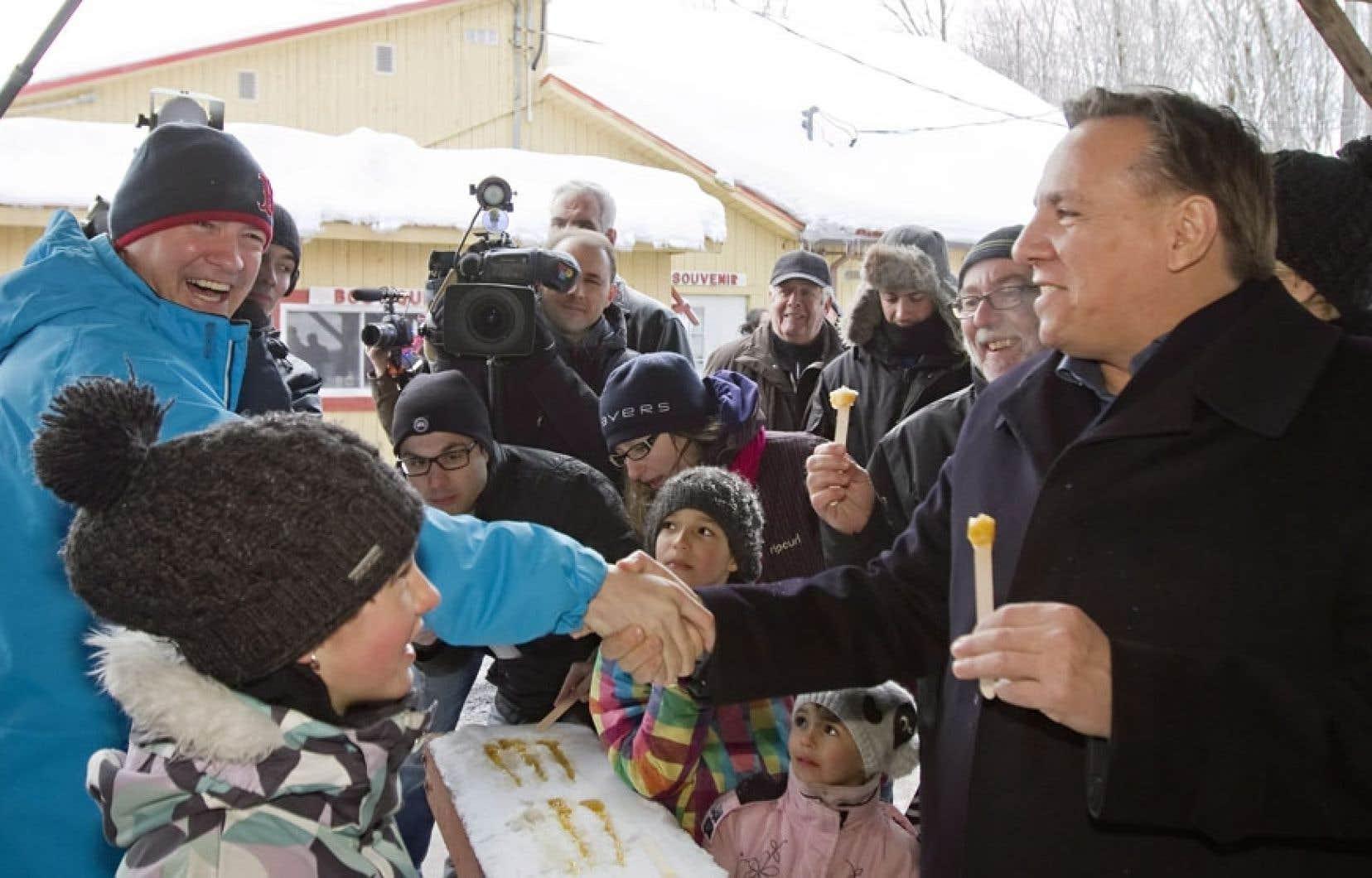 À l'instar des autres chefs de parti, François Legault a fait un saut dans une cabane à sucre — à Saint-Nicolas en l'occurence — dimanche.