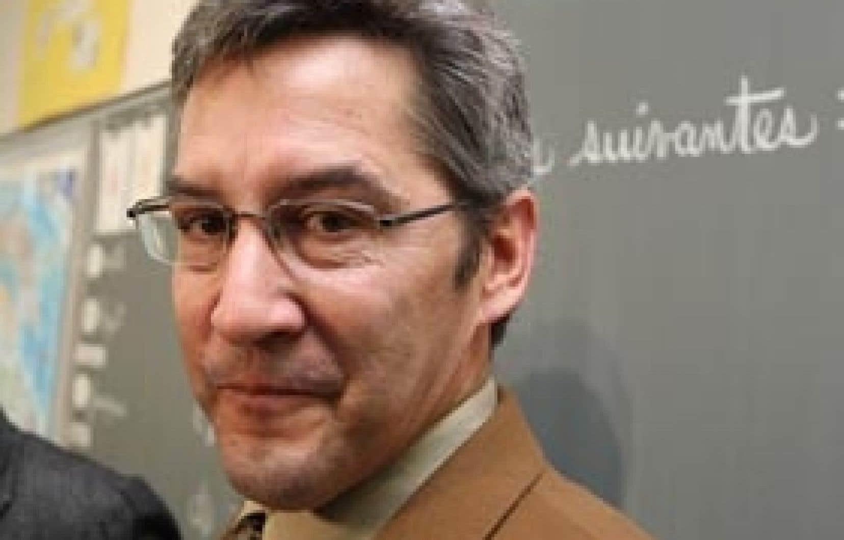 Chef du Parti vert du Québec, Scott McKay était très critique envers le Parti québécois, notamment en matière d'éthique. Devenu député du PQ, le même Scott McKay dit aujourd'hui avoir erré.