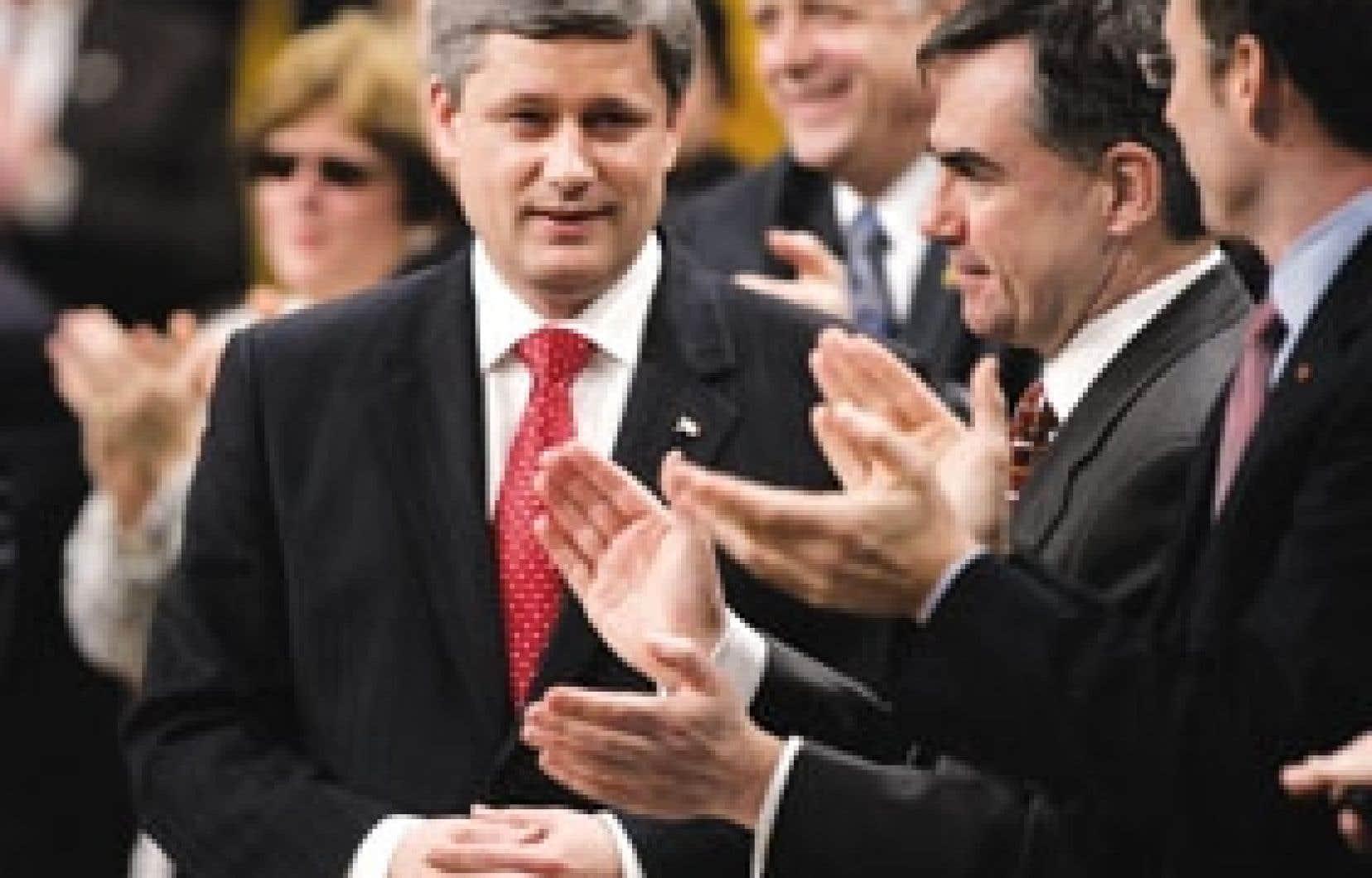 Le premier ministre Stephen Harper a été applaudi cette semaine par ses ministres, à la fin de la session parlementaire.
