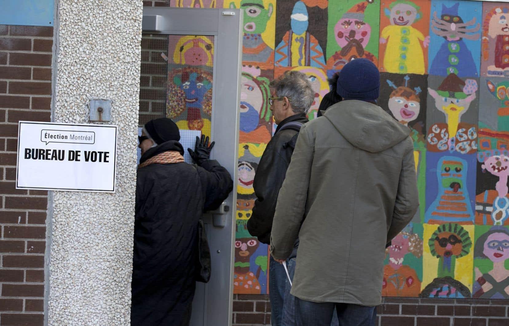 En connaissant les «résultats» probables d'une élection, les électeurs auraient ainsi tendance à voter «stratégique» plutôt que de voter selon leurs convictions. Ce qui est un non-sens en démocratie.