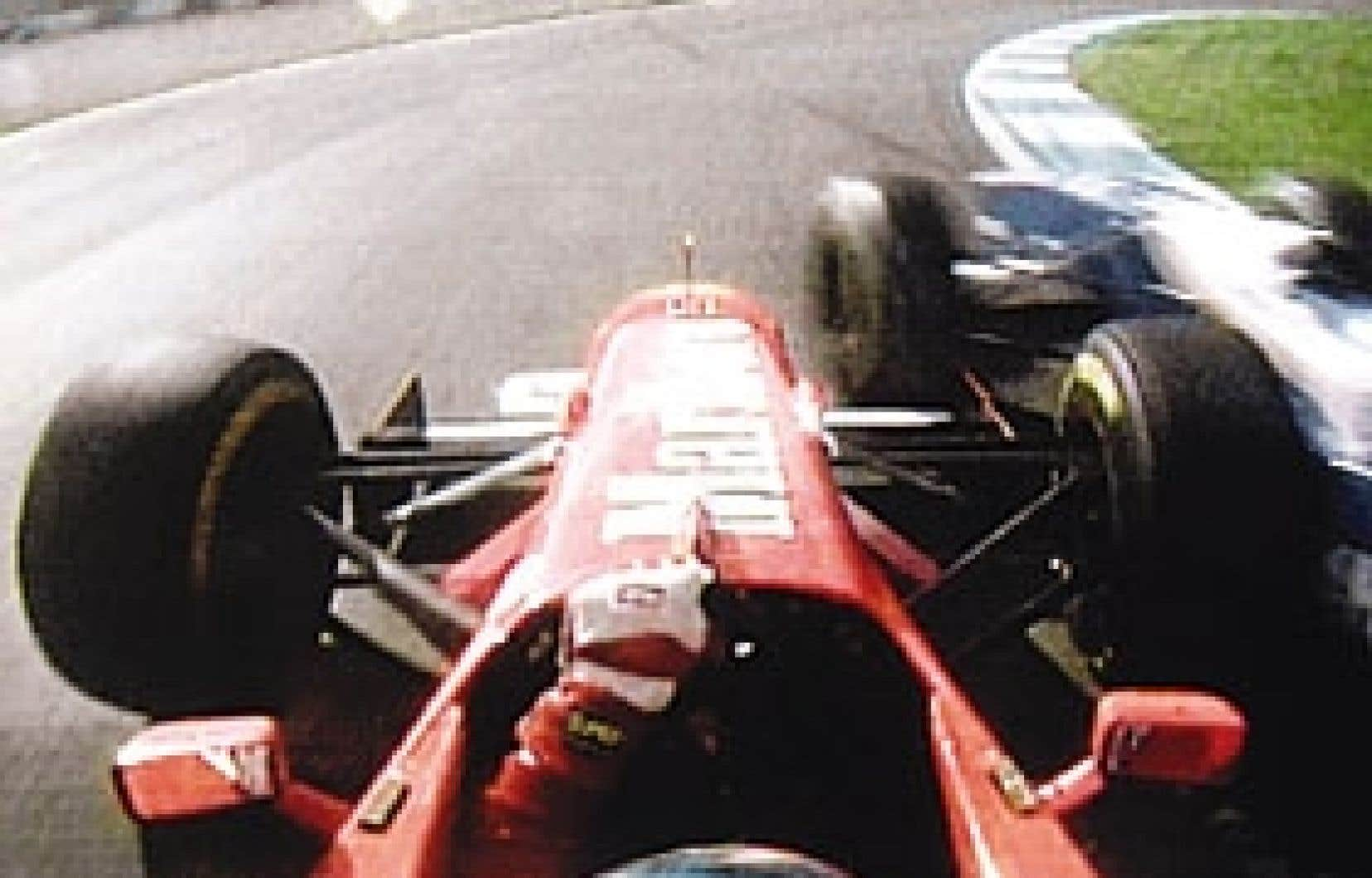Le célèbre accrochage entre Jacques Villeneuve et Michael Schumacher lors du Grand Prix d'Espagne 1997. Schumacher fut lourdement sanctionné, les 78 points marqués durant la saison lui furent retirés.