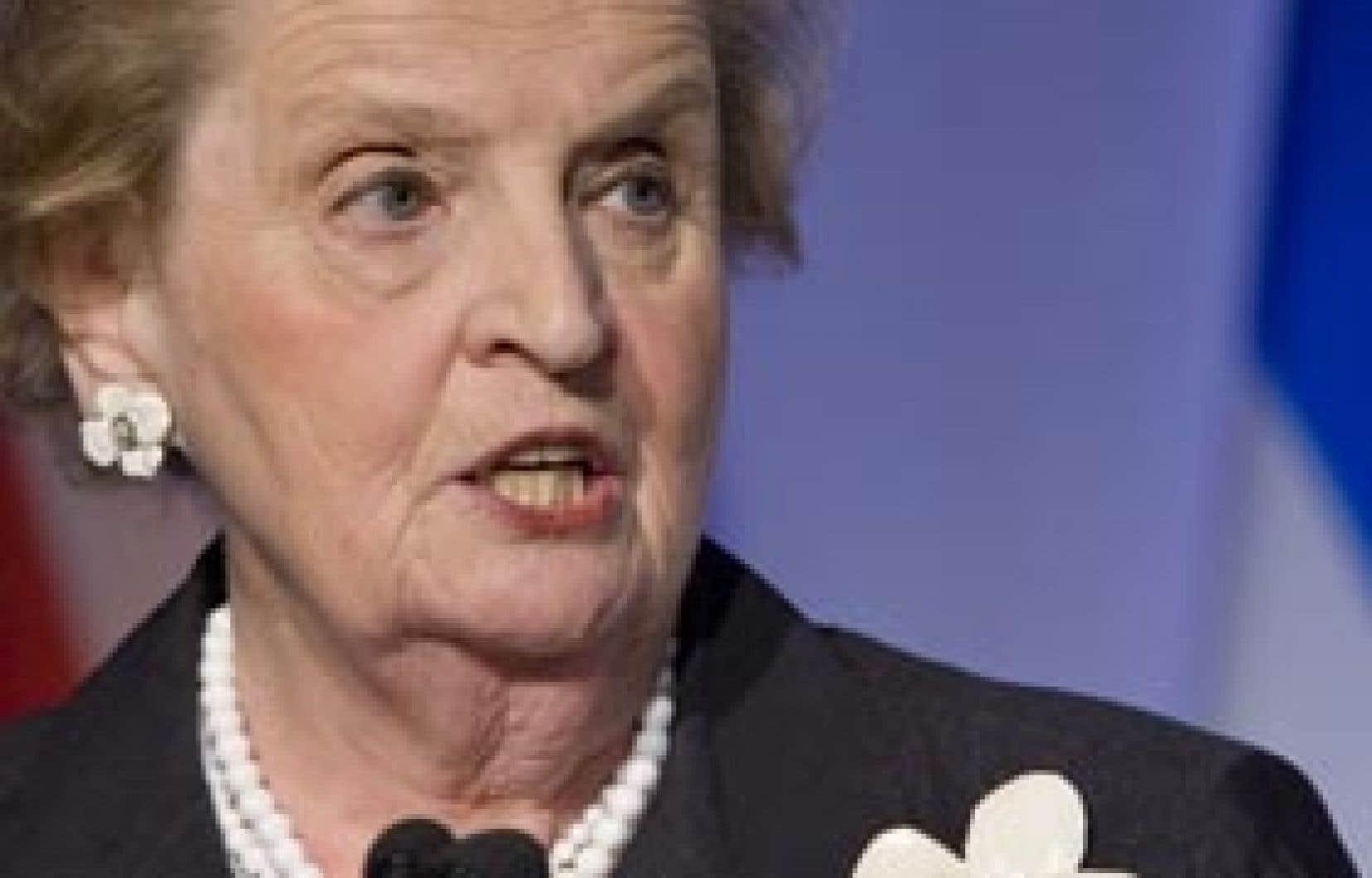 L'ancienne secrétaire d'État américaine Madeleine Albright a rappelé hier que les reculs économiques s'accompagnent souvent de troubles sociaux et politiques.