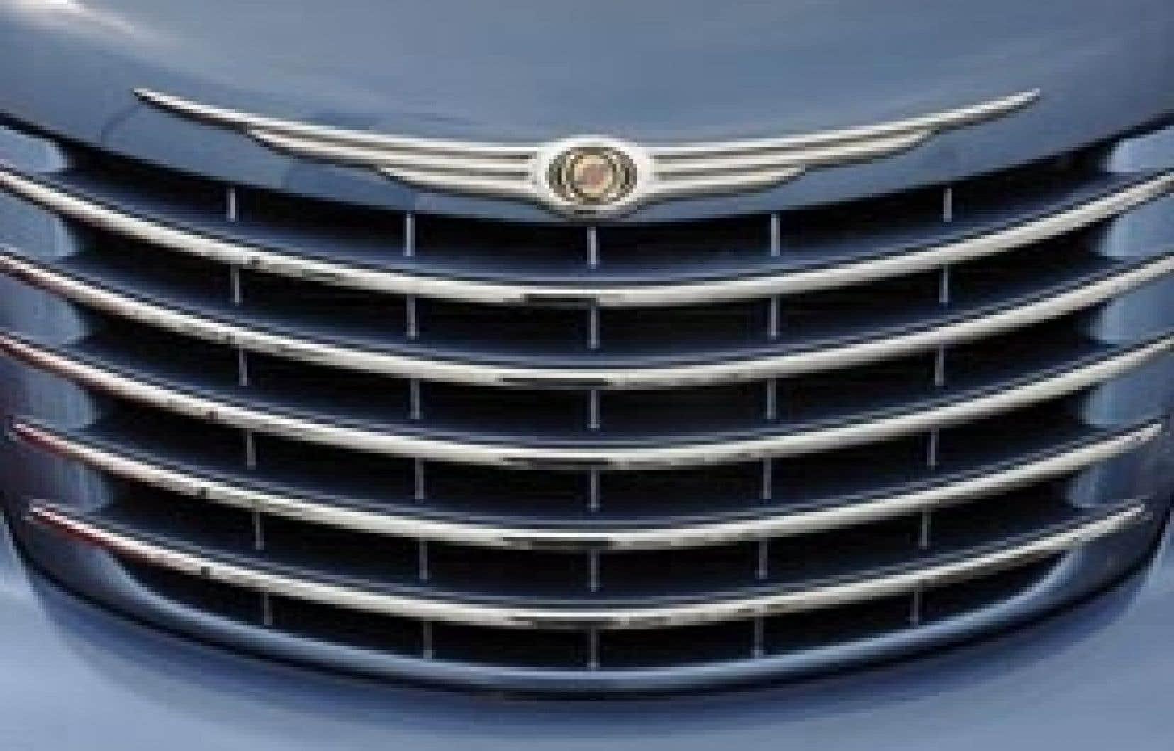 Le logo de Chrysler pourra encore briller grâce à l'aide du constructeur Fiat.