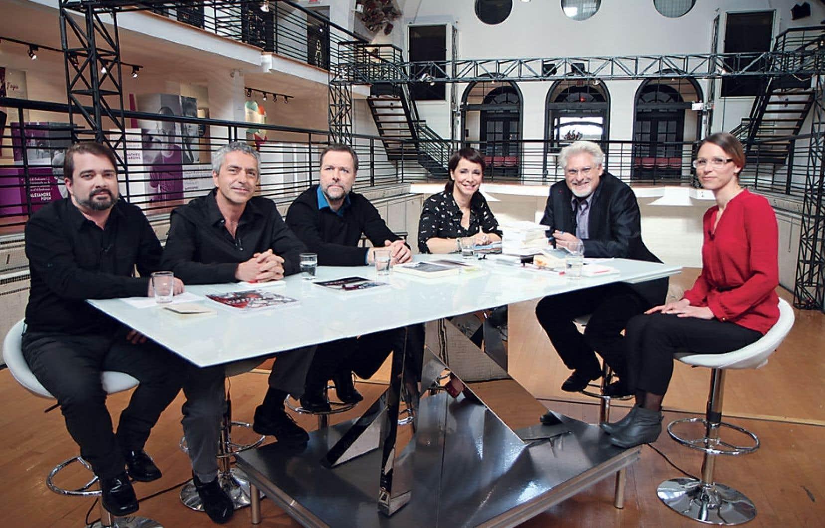 En lançant Matv en 2012, on a voulu attirer plus de public en faisant appel à des visages connus, Jean Barbe (deuxième à partir de la droite) par exemple, animateur d'une émission sur la littérature.