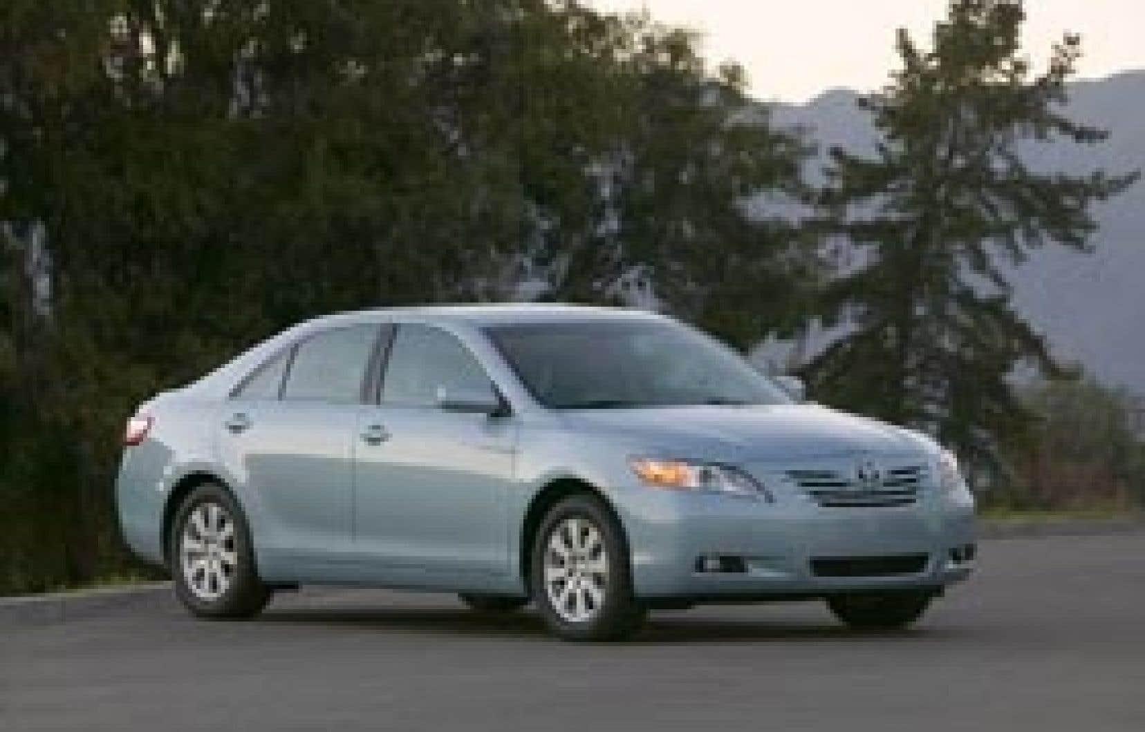Année après année, la Toyota Camry récolte les mentions d'honneur en raison de sa fiabilité exceptionnelle et se maintient dans le peloton de tête au chapitre des ventes.