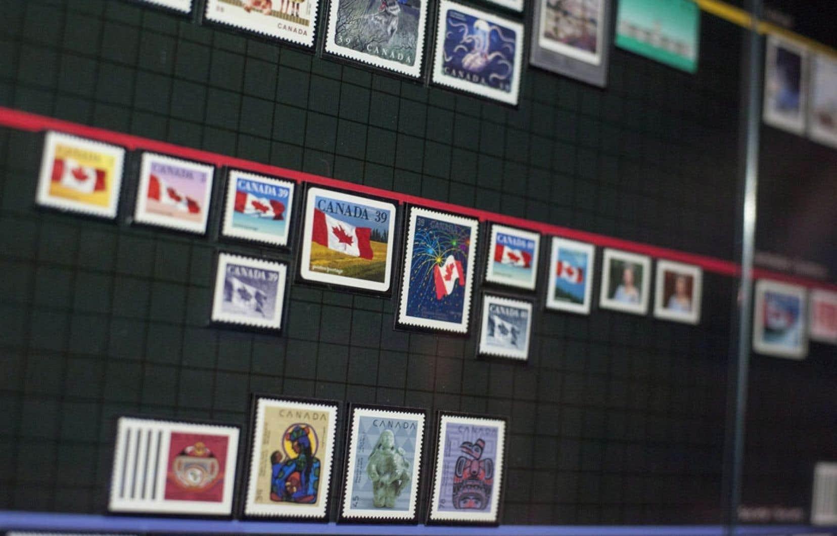 Une série de timbres canadiens de 1851 à nos jours exposés depuis le 27 mars au Musée canadien d'histoire à Gatineau.