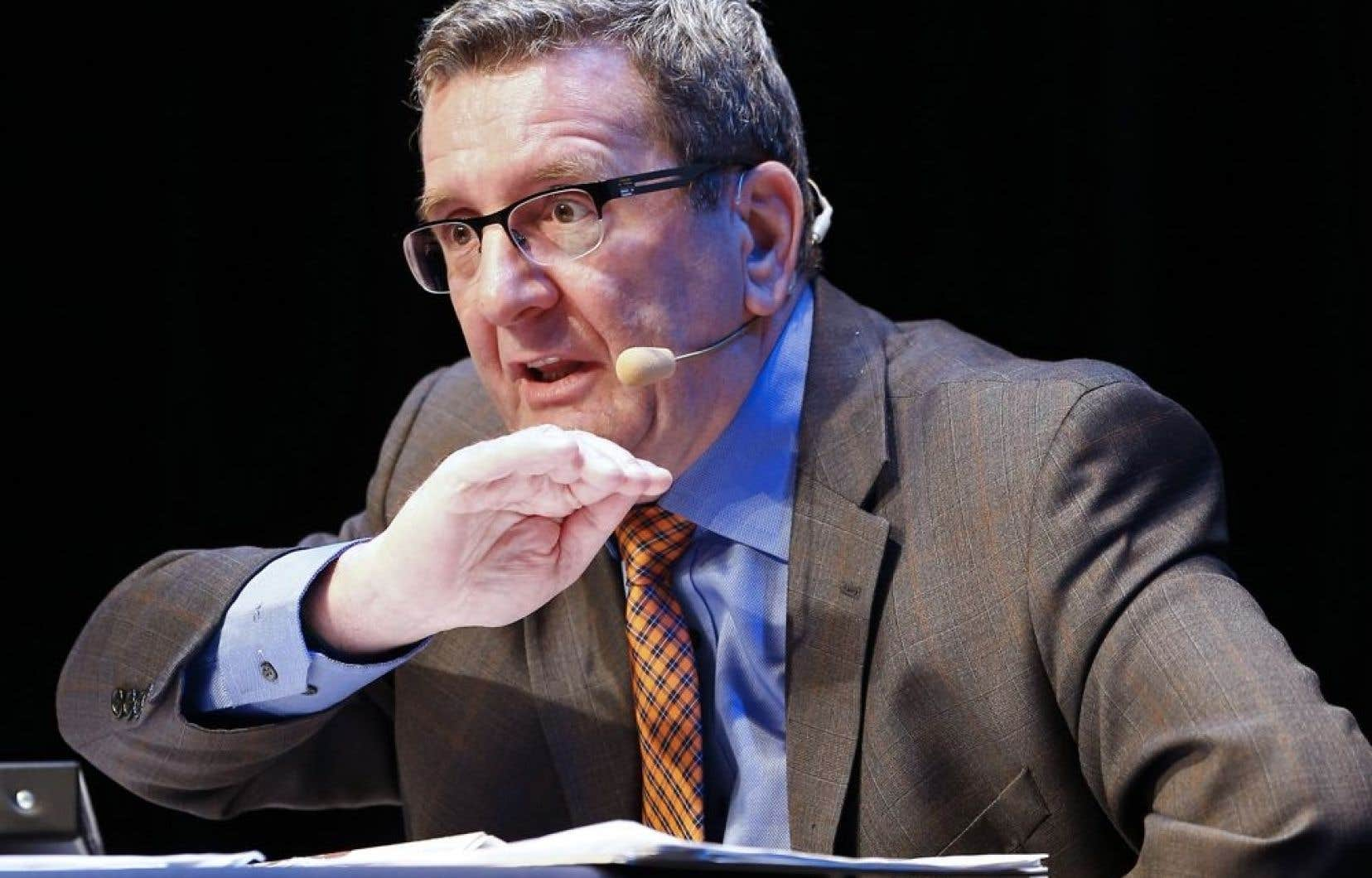 Sceptique sur la possibilité de financer son projet de tramway, le maire de Québec, Régis Labeaume, compte miser sur un Service rapide par bus (SRB).