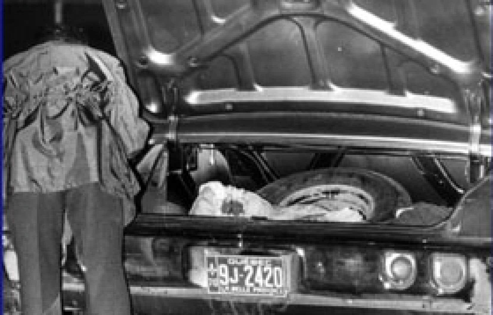 Le coffre de la Chevrolet dans lequel fut retrouvé le corps de Pierre Laporte. Source Télé-Québec