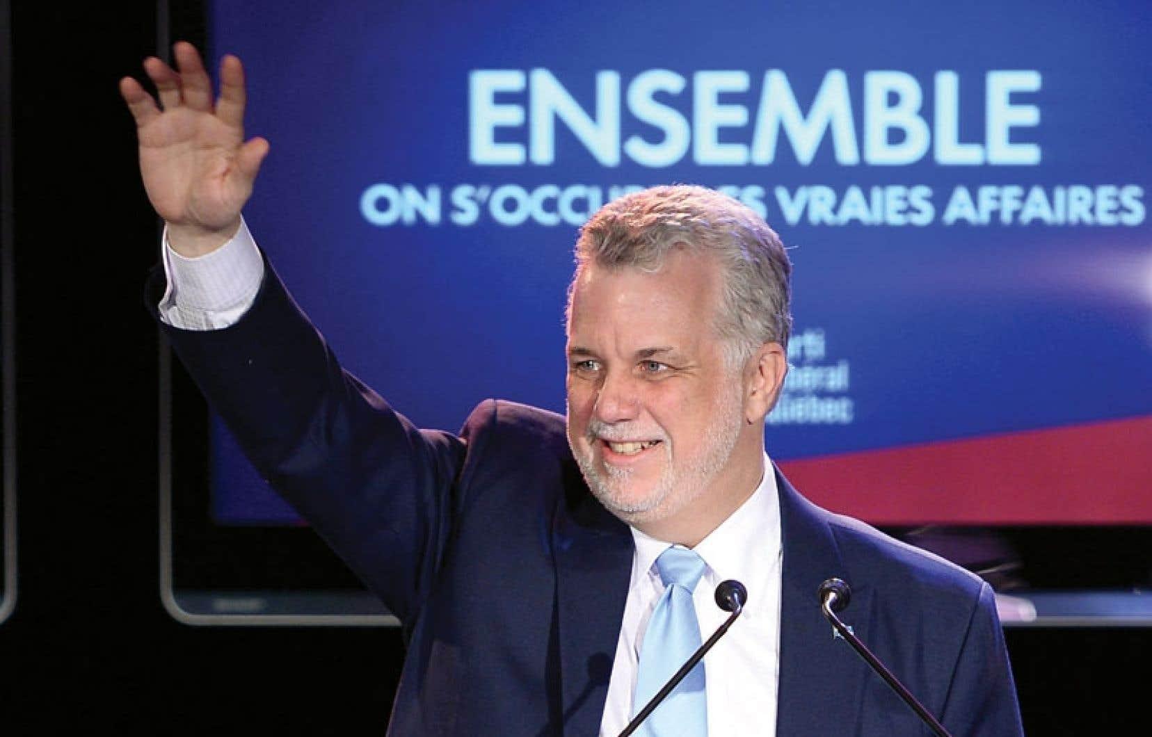 Le chef du PLQ, Philippe Couillard, prononçant son discours de la victoire à Saint-Félicien, lundi soir