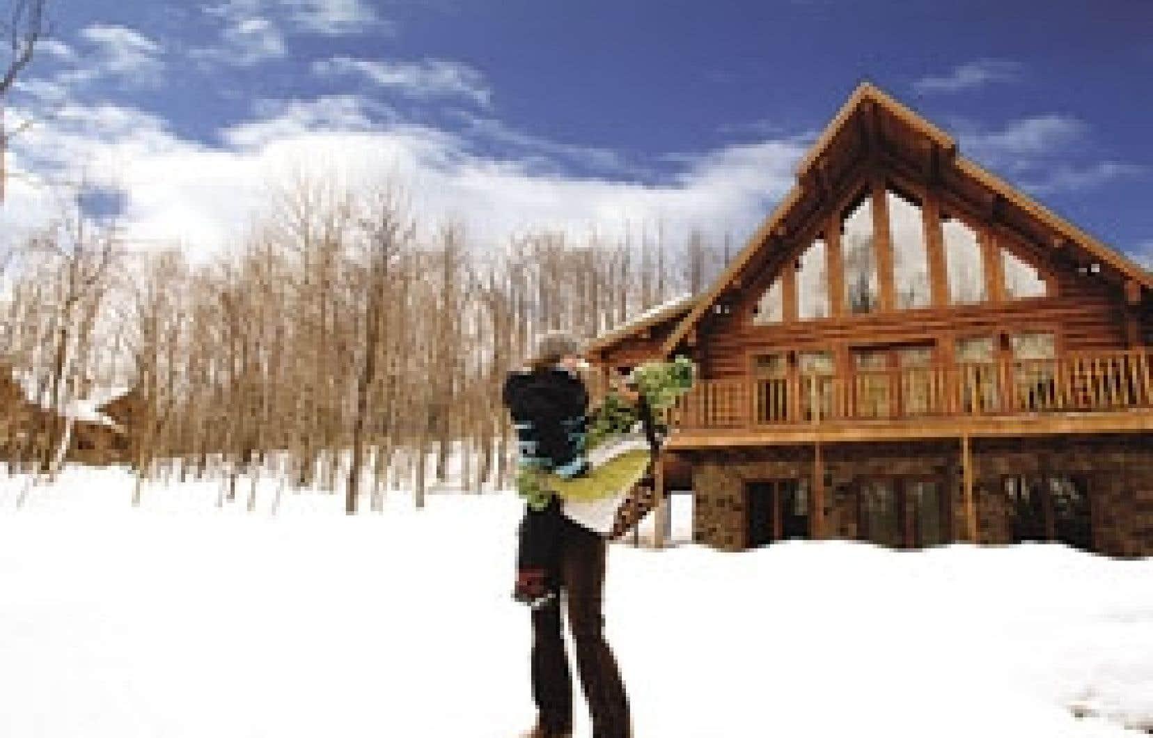 Tous imposants, les chalets de bois rond du domaine Blueberry Lake sont construits en trois modèles différents.