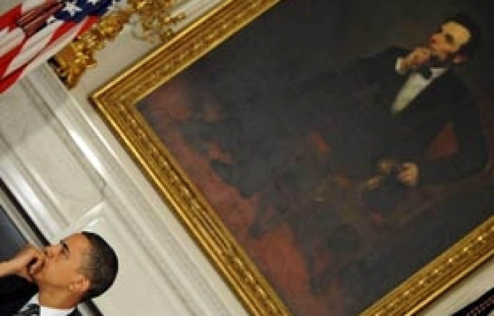 Le président américain, Barack Obama, devant une toile d'Abraham Lincoln, un de ses prédécesseurs à la Maison-Blanche.