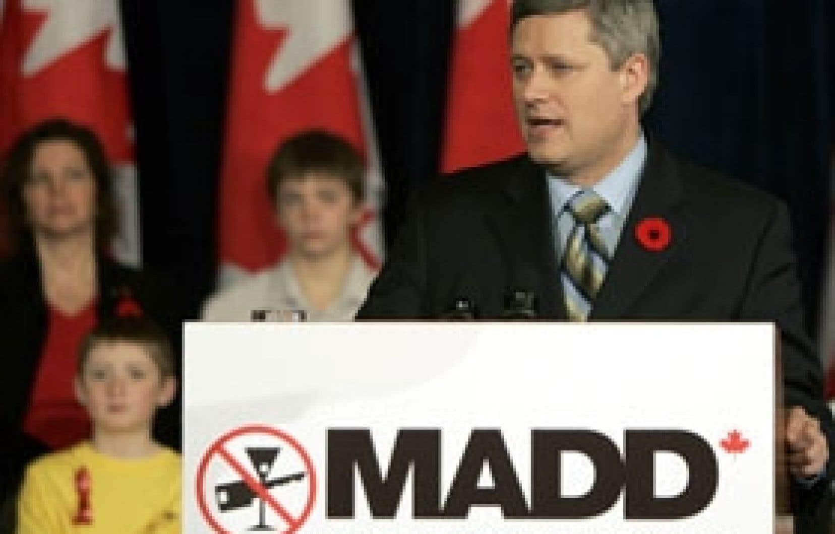 Le premier ministre Stephen Harper a annoncé son intention de sévir davantage contre ceux qui prennent le volant après avoir consommé de la drogue.
