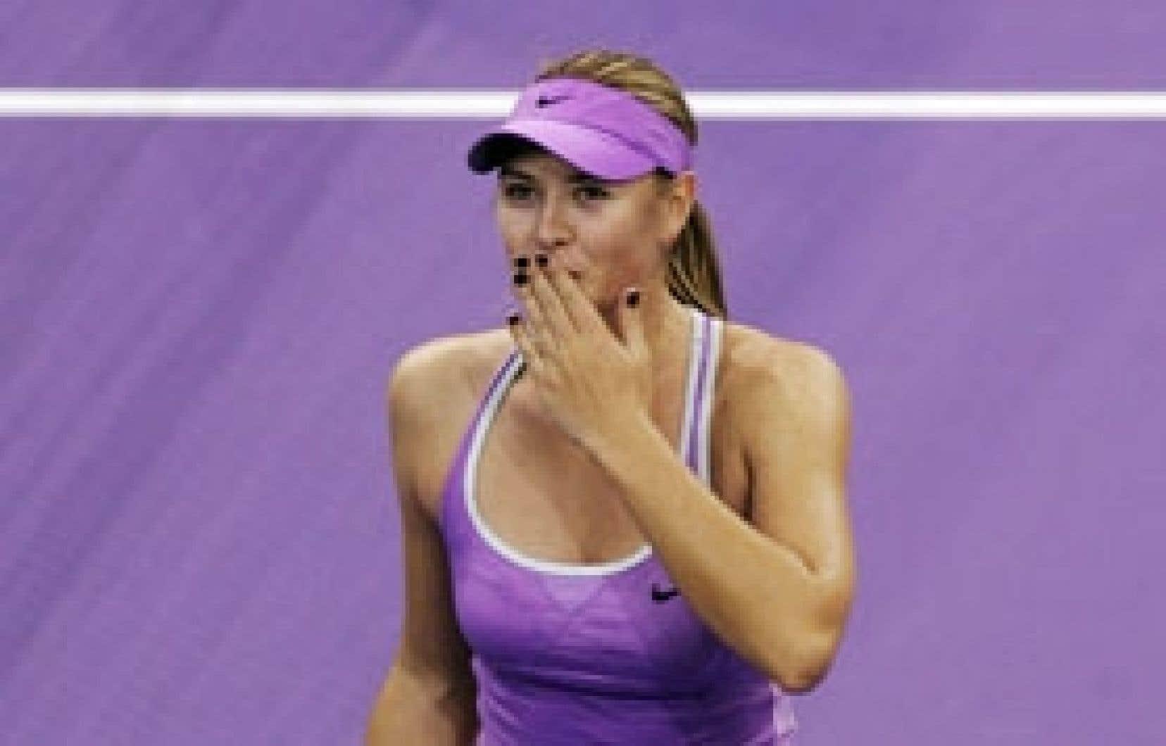 Maria Sharapova a fait un grand pas vers les demi-finales du Masters féminin de tennis après sa victoire sur la Belge Kim Clijsters, hier à Madrid.