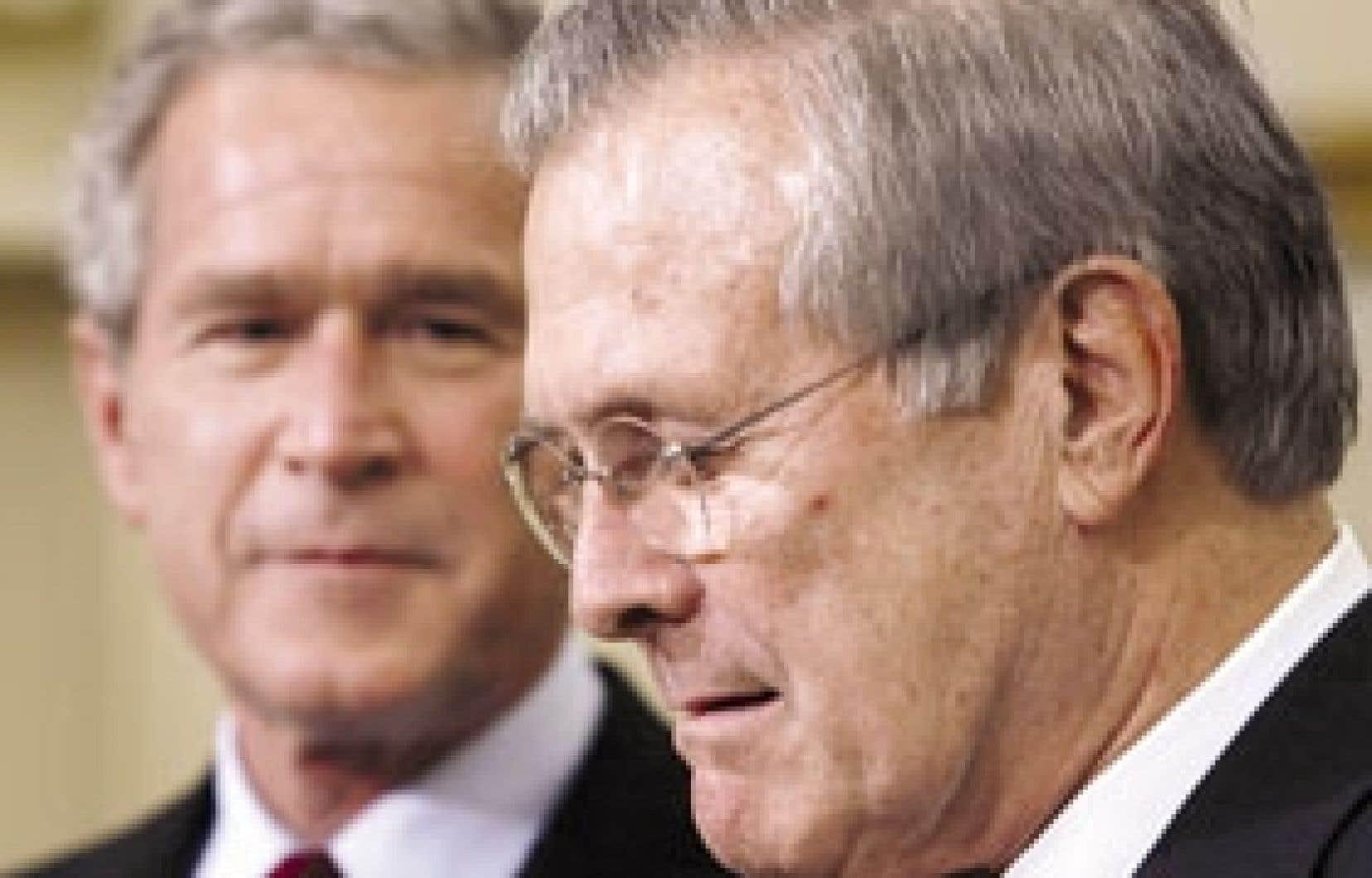 Le président américain George W. Bush a rencontré la presse hier en compagnie de Donald Rumsfeld qui venait de démissionner de la Défense.
