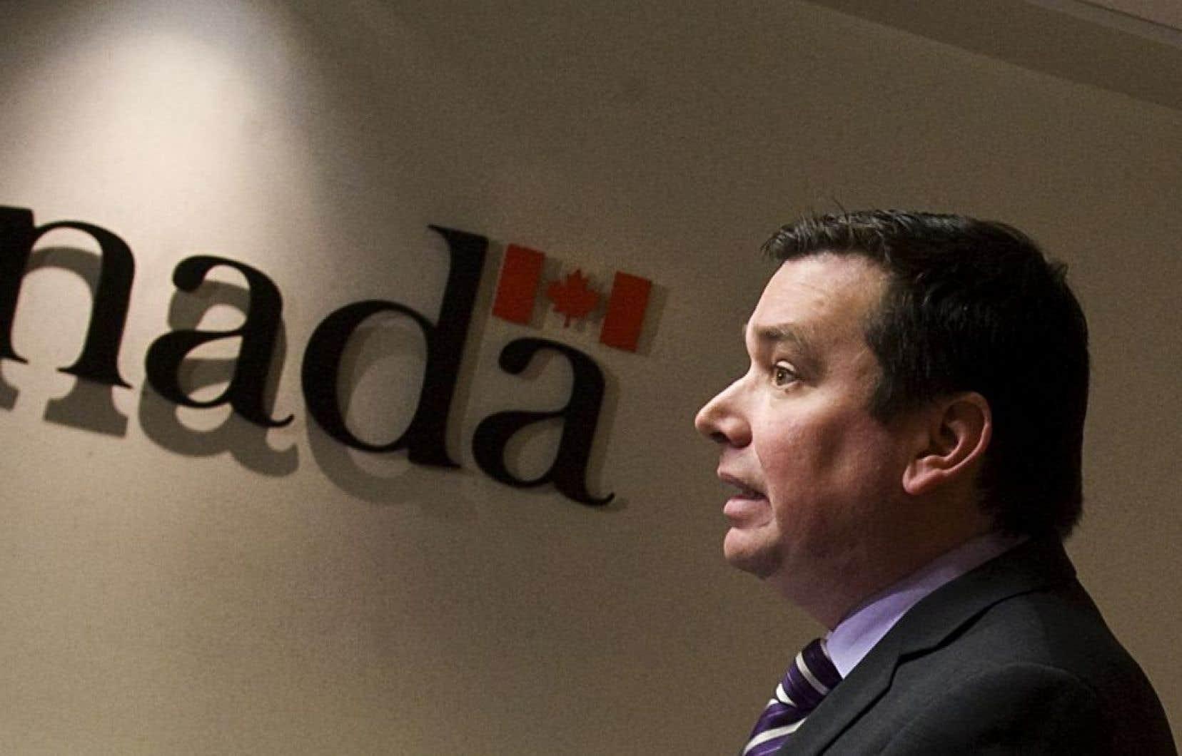 Le ministre Christian Paradis appuie sans réserve la proposition controversée du gouvernement Harper de lier l'aide canadienne au développement international aux partenariats avec le secteur privé.