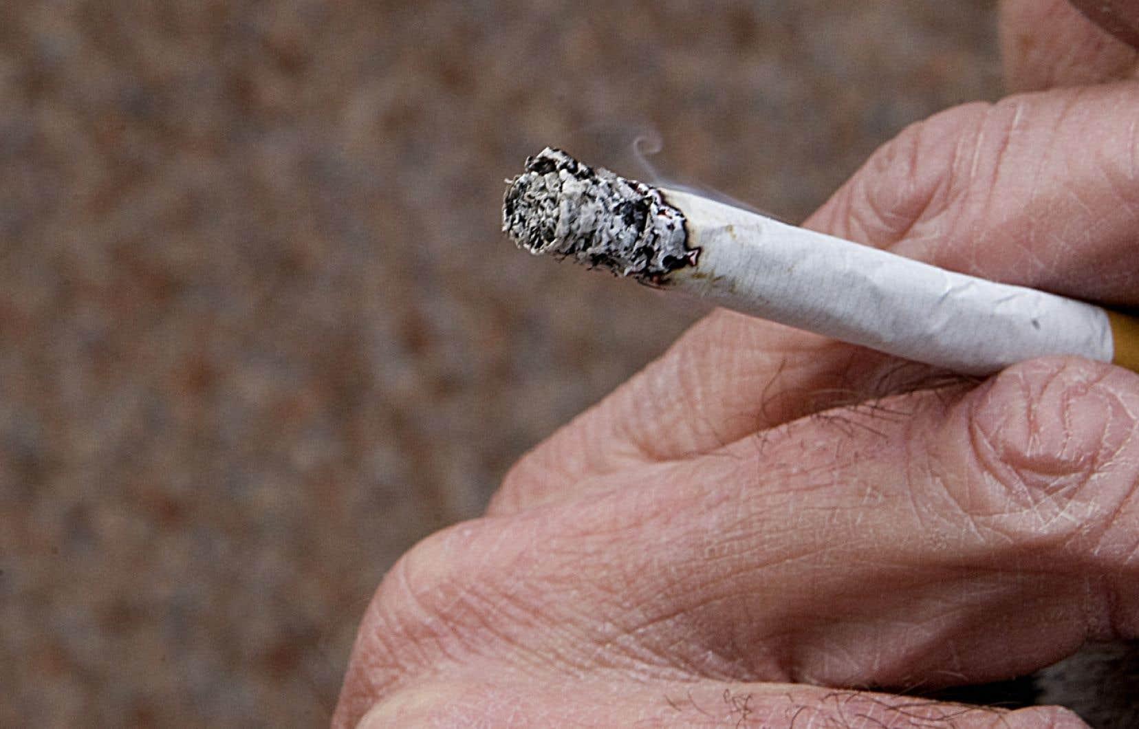 Toute personne qui se procure du tabac de contrebande pour sa consommation personnelle risque de recevoir une amende d'au moins 350 $.