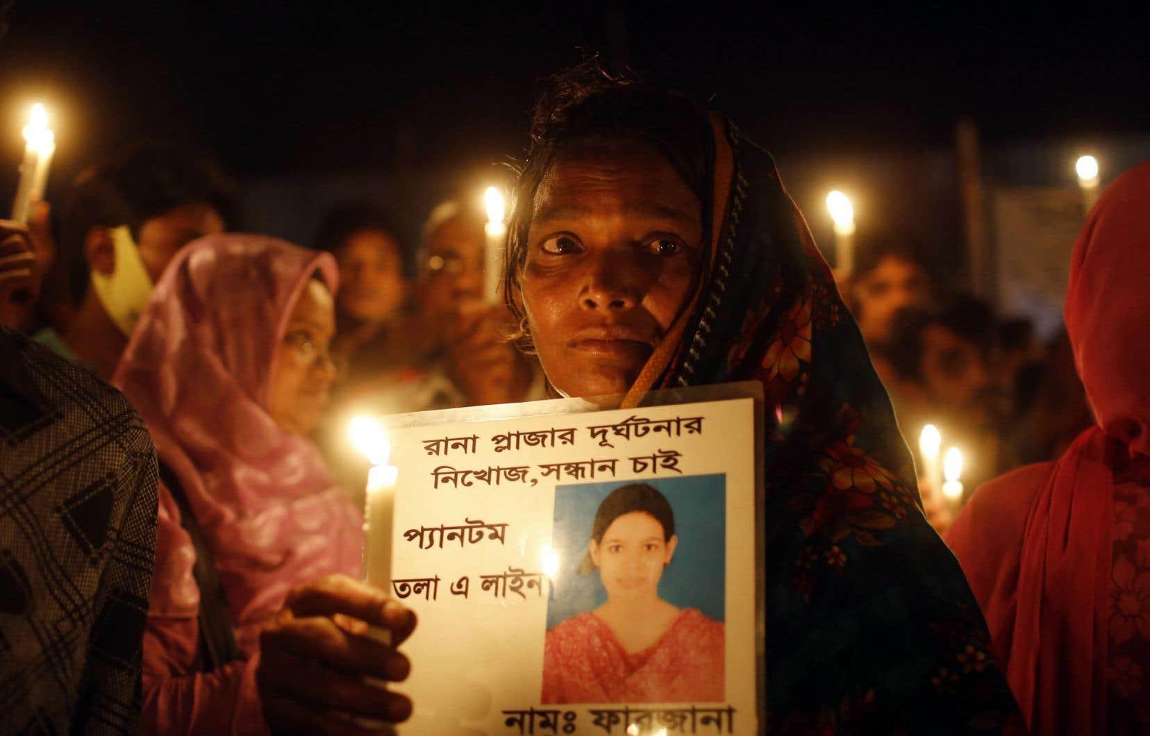 Une vigie à la mémoire des victimes de l'effondrement du Rana Plaza s'est déroulée mercredi à Savar, près de Dacca, au Bangladesh.
