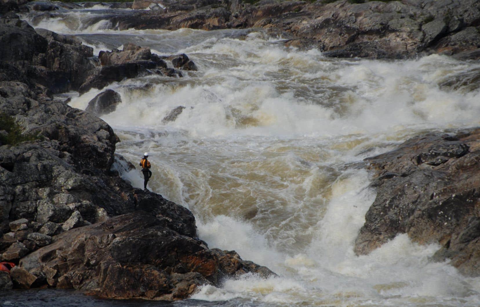 René Lévesque a fait de l'hydroélectricité le grand axe de développement économique du Québec. Avec le recul, aurait-il mieux valu miser sur autre chose que nos ressources naturelles?