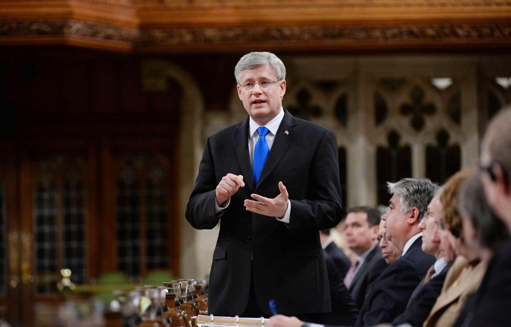 Stephen Harper a qualifié mardi le pont Champlain de «pont local» au financement duquel les citoyens de la région devaient participer.