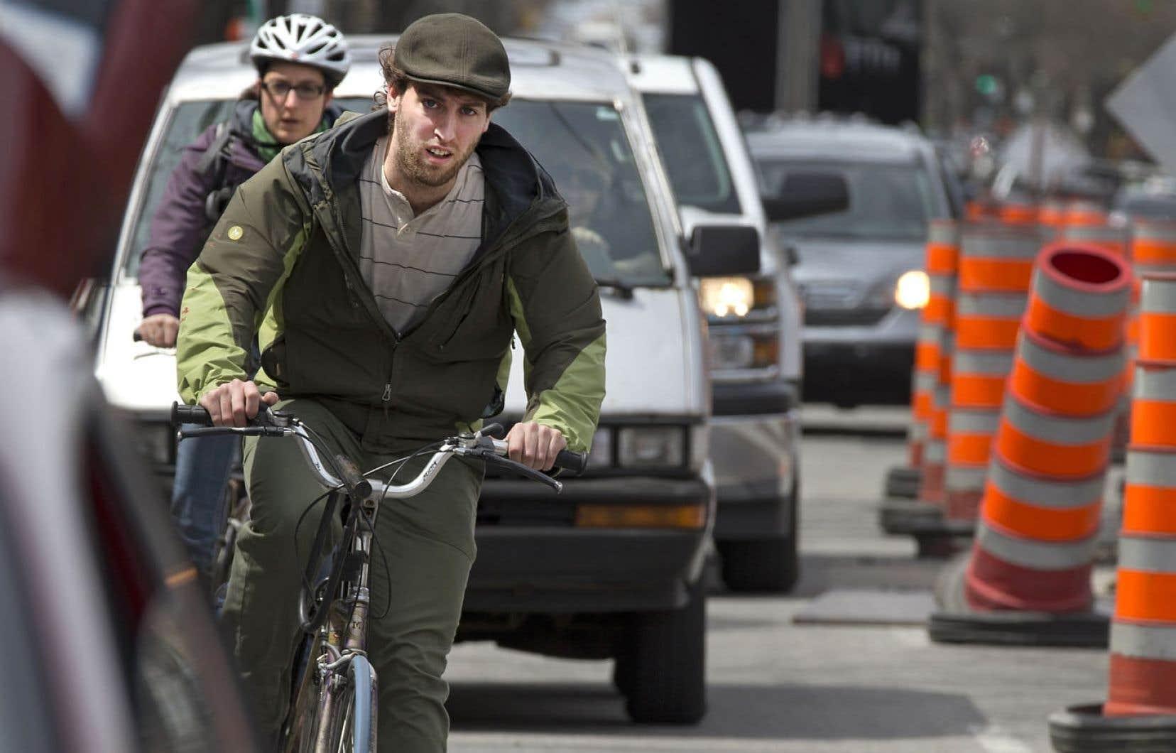 La cohabitation difficile entre cyclistes et automobilistes fait dire au coroner Jean Brochu qu'il faut modifier le Code de la sécurité routière.