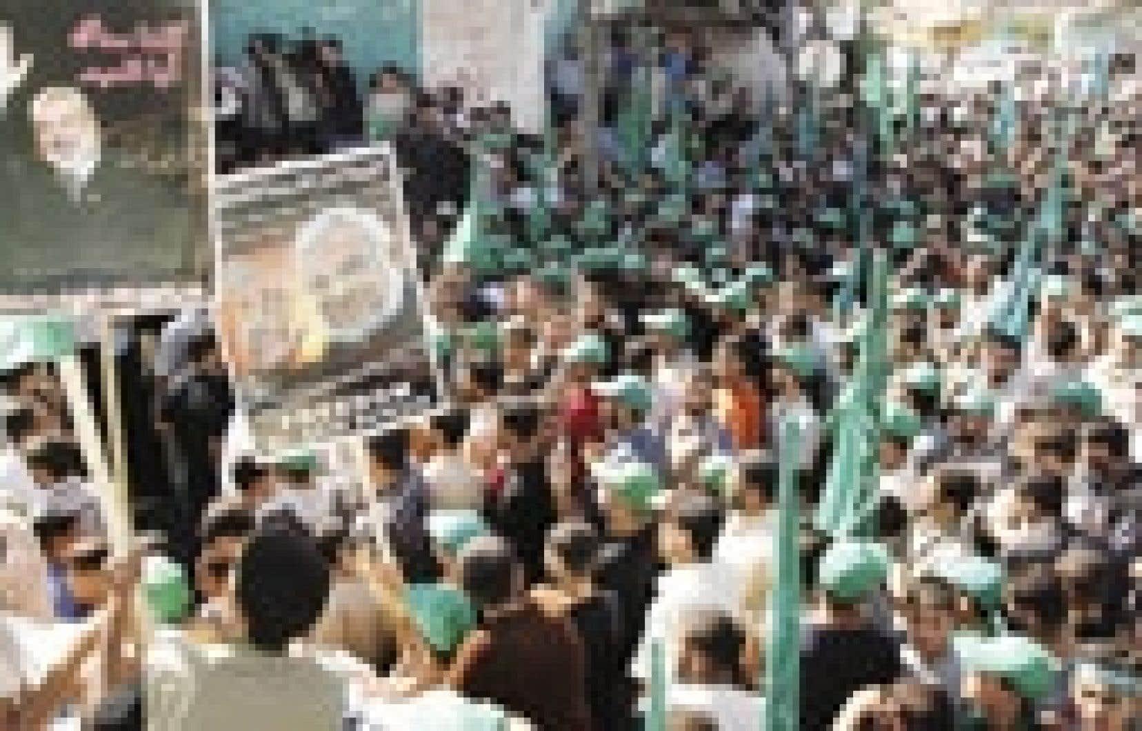 Plus de 10 000 partisans du Hamas se sont réunis hier à Jabaliya, dans la bande de Gaza.