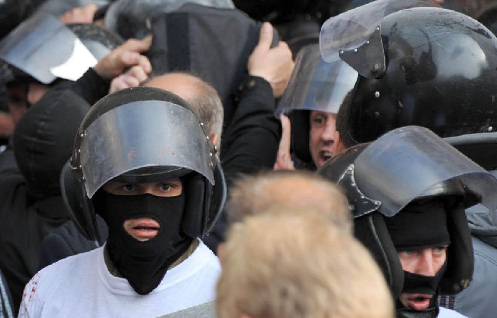 Des miliciens pro-russes jeudi à Donetsk