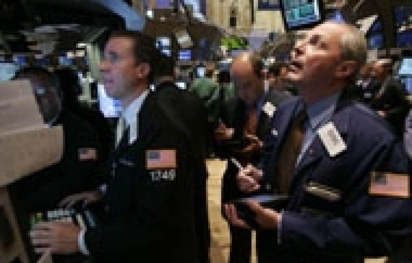 Le Dow Jones a terminé hier à son plus haut de l'année et à moins de 34 points de son record historique de clôture, établi le 14 janvier 2000, à 11 722,98 points.