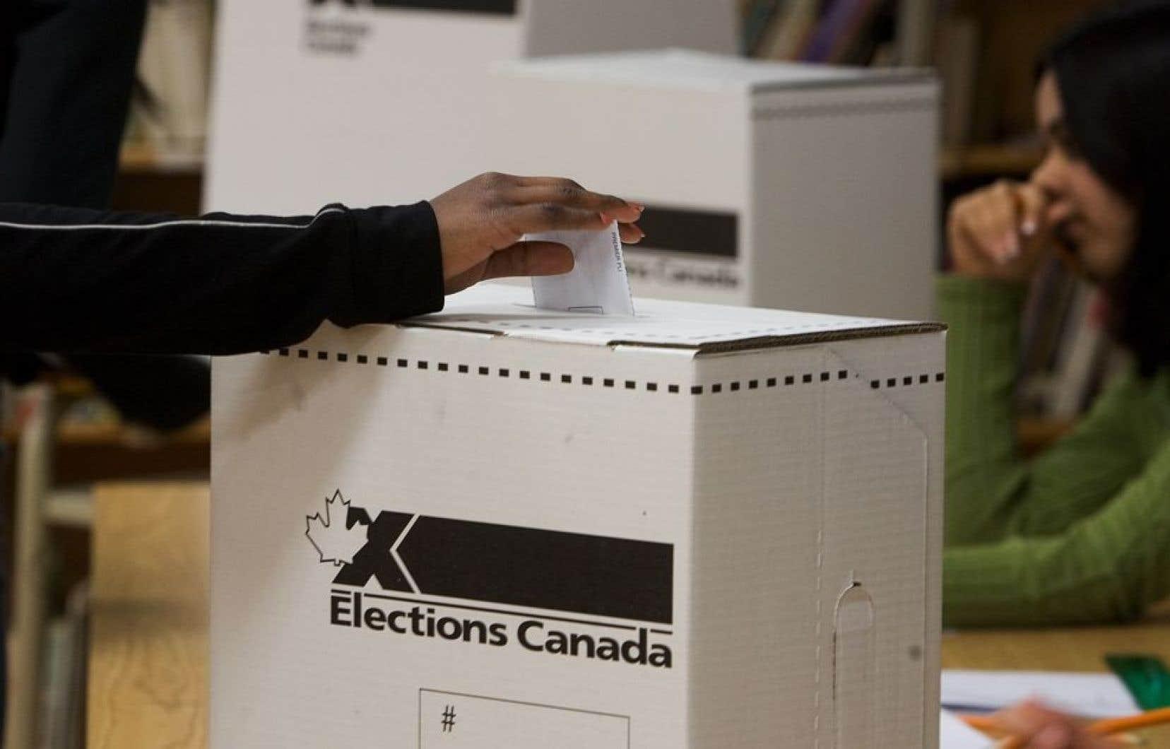 La disposition privant du droit de vote les expatriés de longue date est entrée en vigueur en 1993, dans le cadre d'un débat sur les attaches que ces expatriés conservaient avec leur pays d'origine.