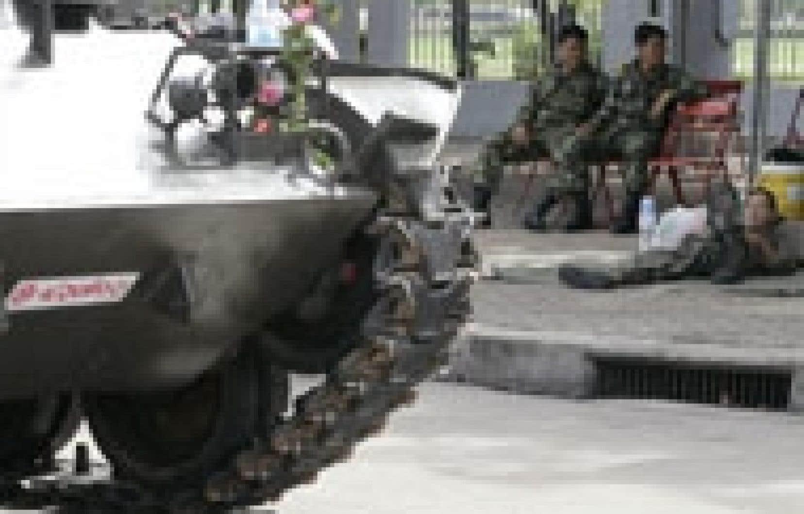 La tension a baissé, hier à Bangkok qui a retrouvé une apparence quasi normale malgré la présence des soldats.