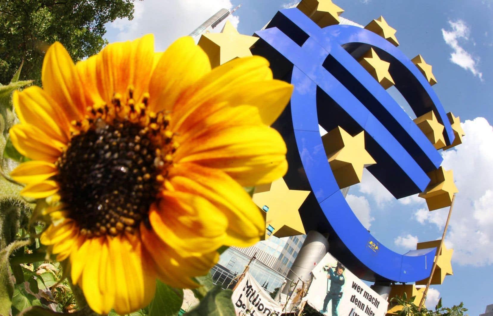 Les ménages européens disposent de plus de revenus disponibles en raison d'une inflation basse et de la stabilisation progressive du marché du travail.