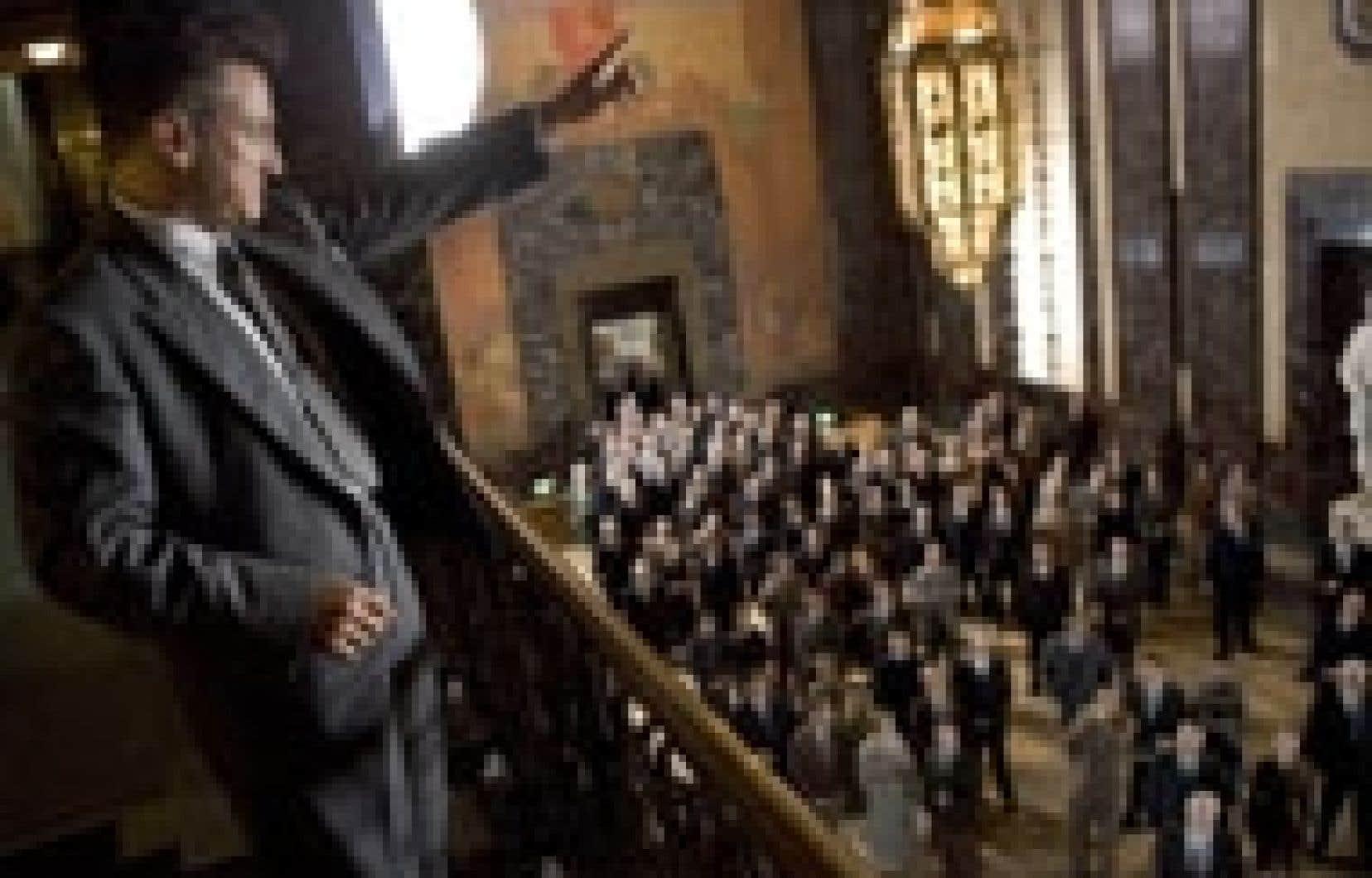 Dans All the King's Men, Sean Penn, dans son rôle du gouverneur ennemi des nantis, joue avec tout son poids et en misant, dans son cas, sur l'énergie de la gestuelle et l'épaisseur de l'accent.