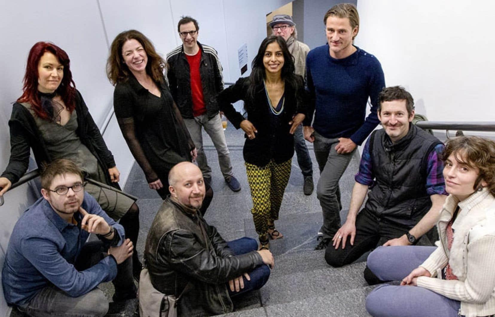 Sylvie Fortin, la directrice de la Biennale (deuxième à partir dela gauche), en compagnie de quelques-uns des artistes qui participeront à la BNL MTL à l'automne.