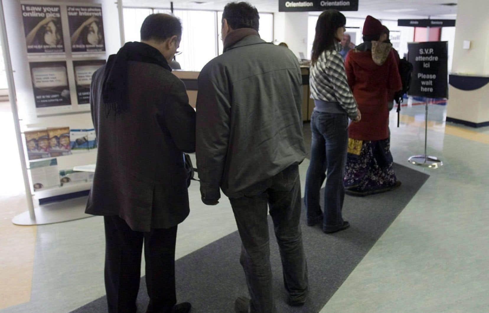 En chiffres absolus, on note qu'il y a eu 1,31 million de chômeurs en 2012-2013, une baisse de 2,6 % attribuable à l'amélioration de la situation économique au Canada.