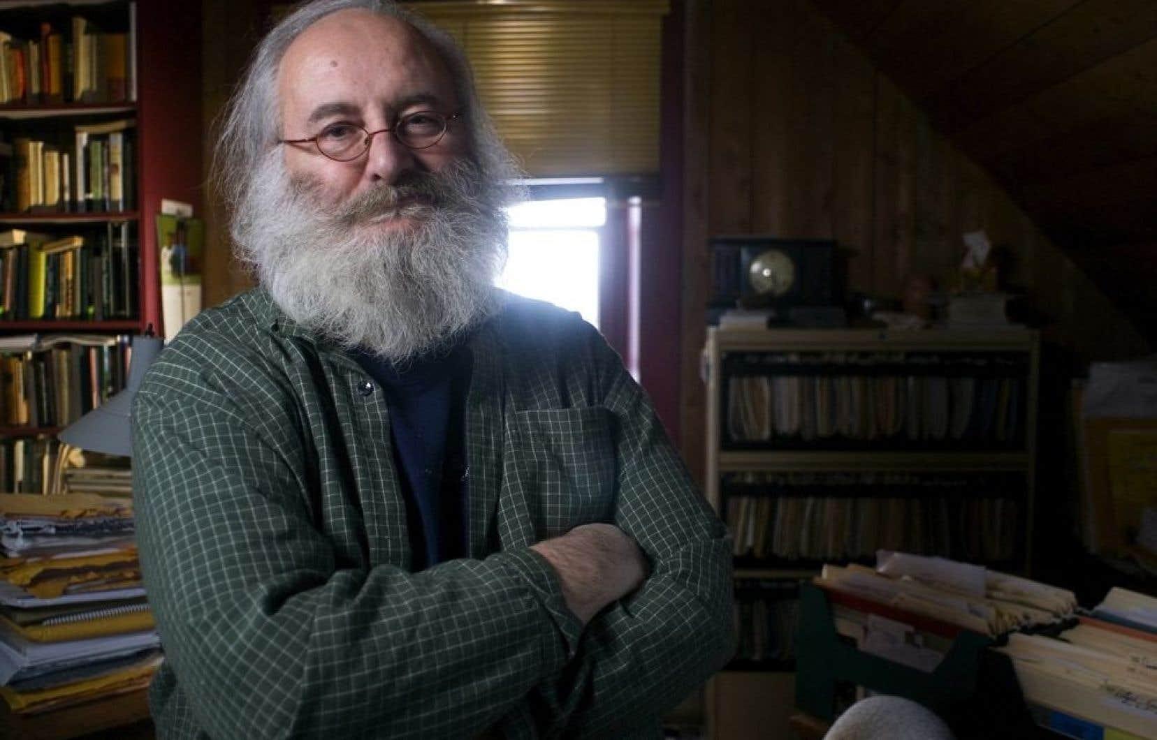 Victor-Lévy Beaulieu met aux enchères tous les manuscrits qu'il a écrits, de James Joyce, l'Irlande, le Québec et les mots à Désobéissez, ainsi que quelques collections de livres.