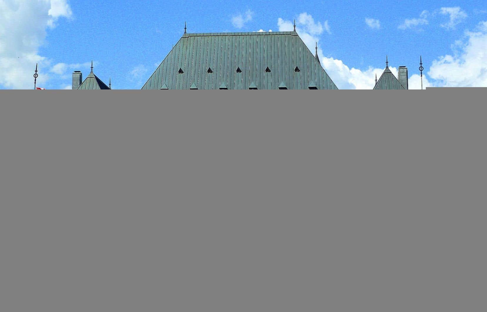 Après d'autres institutions, le gouvernement Harper s'en prend maintenant à la Cour suprême.