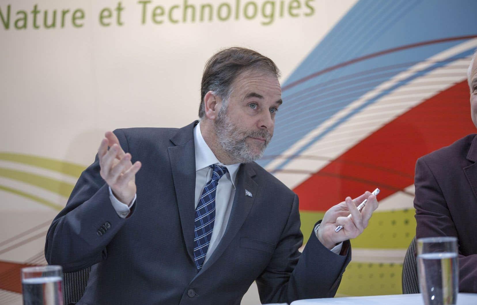 Ci-dessus, Pierre Duchesne alors qu'il annonçait au début du mois de mars la création de huit chaires de recherche sur l'identité québécoise. Le gouvernement libéral a décidé de les éliminer.