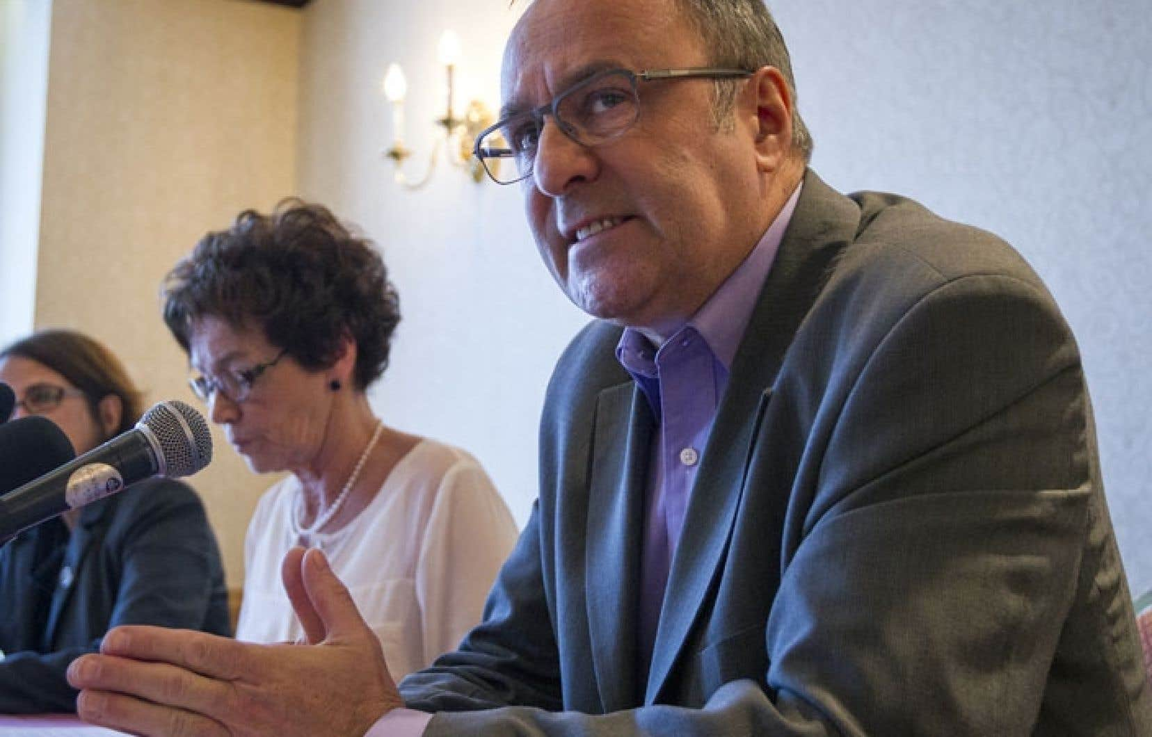 Daniel Boyer, président de la FTQ, a présenté avec ses collègues du Front commun syndical 2015 les demandes que comptent faire les employés de la fonction publique au gouvernement du Québec.