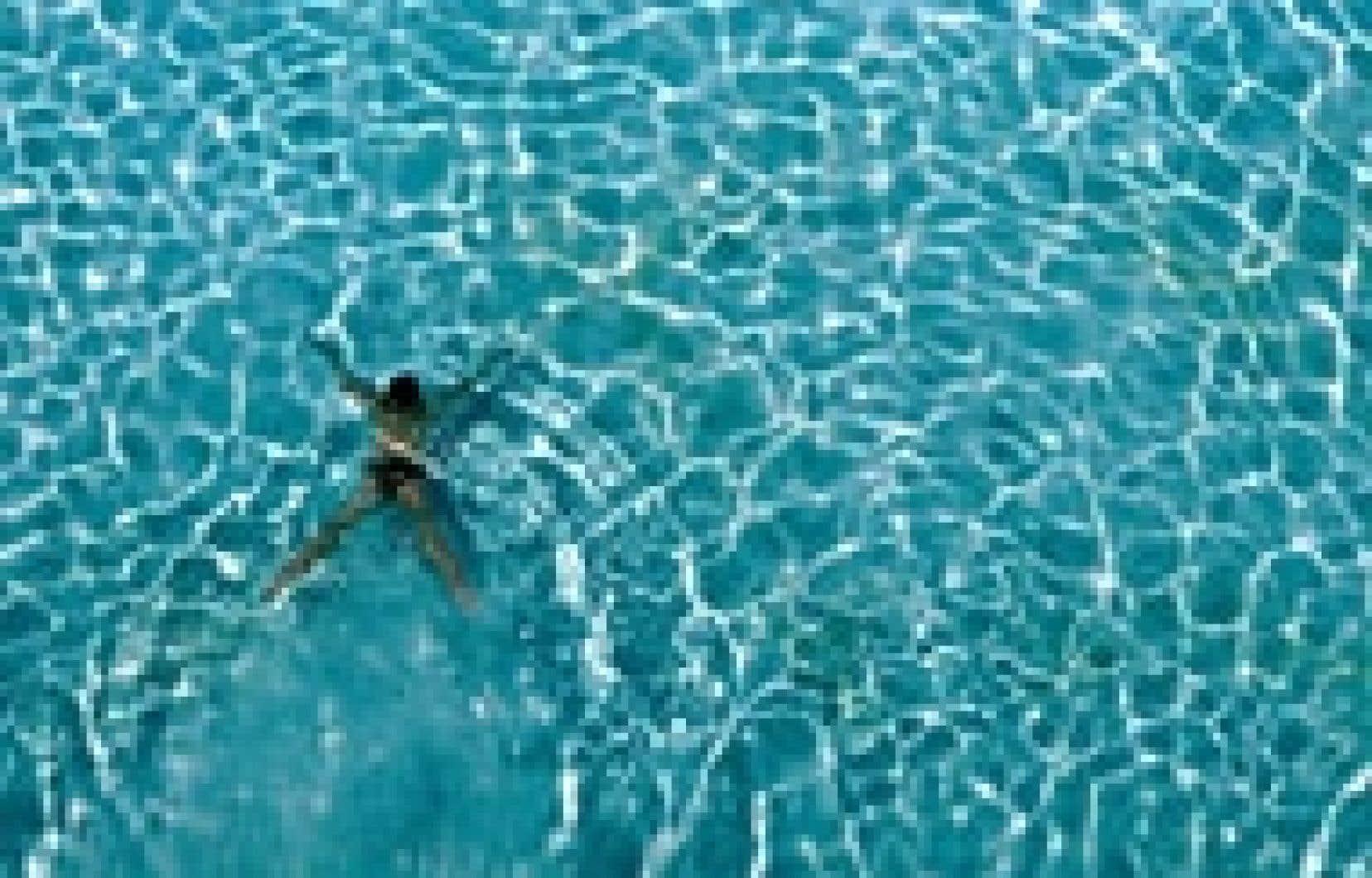 L'eau des piscines publiques de Laval n'est pas de meilleure qualité que celle de Montréal, selon une enquête du Journal de Montréal.