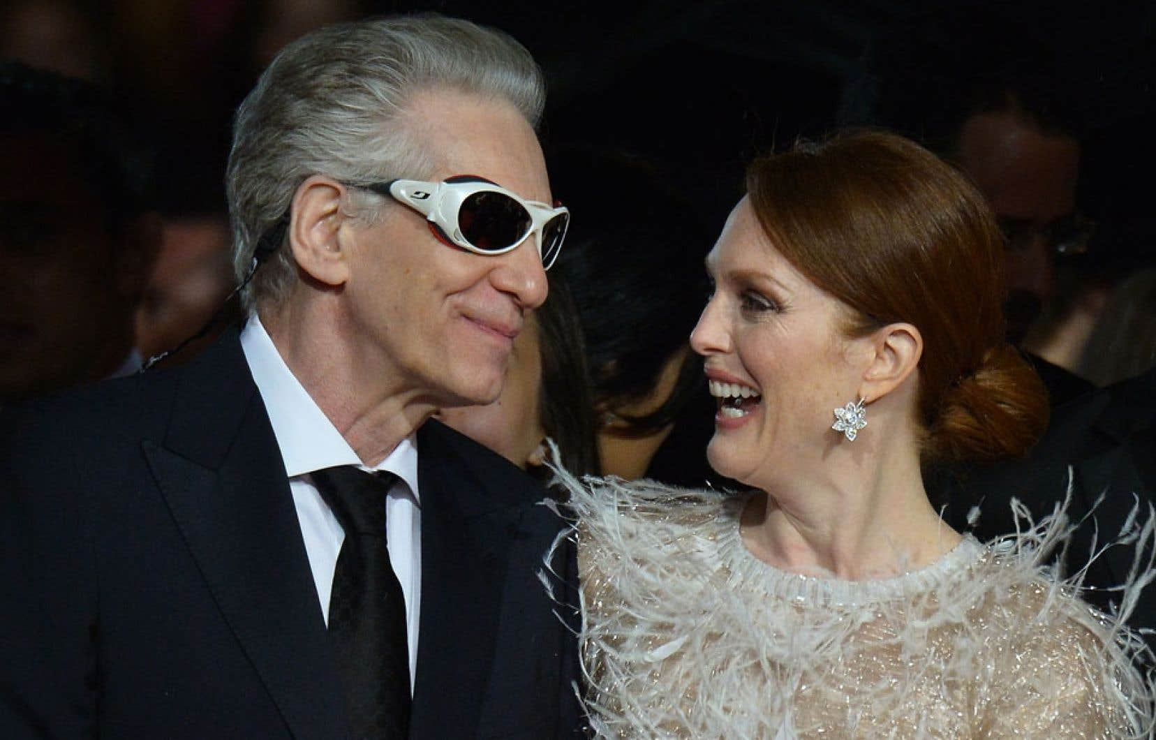 Le cinéaste canadien David Cronenberg et l'actrice Julianne Moore se rendant à la projection de Maps to the Stars, au Festival de Cannes lundi.