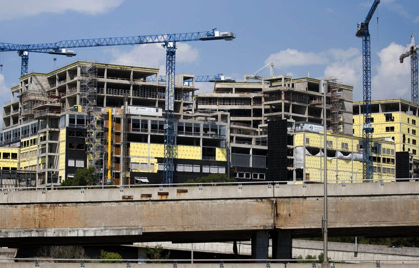 Même si les délibérations du comité de sélection du CUSM (ci-dessus en 2012) ont paru inhabituelles à Normand Bergeron, l'ex-p.-d.g. d'Infrastructure Québec n'a pas «allumé».