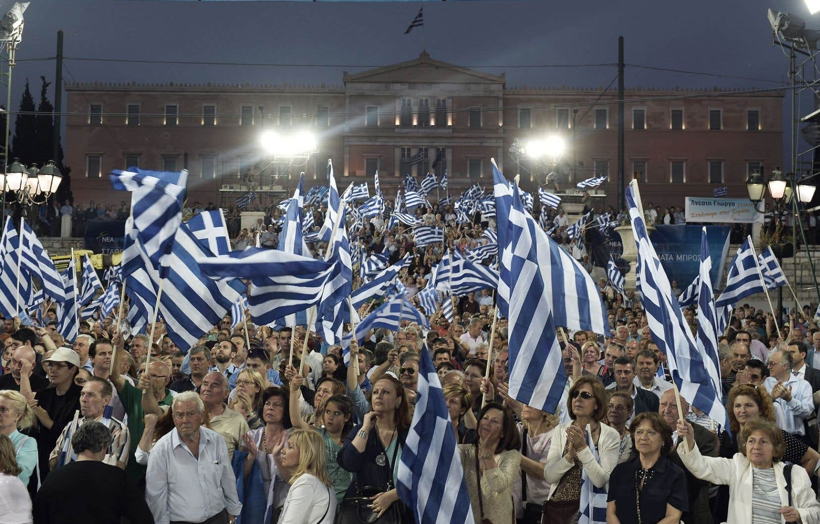 L'euro peut être considérée comme une «création fédérale», mais les pays riches ne veulent pas que les dettes y soient fédérées. L'Allemagne, par exemple, ne veut pas payer pour la Grèce qui est en difficulté financière. Ci-dessus, des partisans du parti conservateur Nouvelle démocratie réunis à Athènes, vendredi.