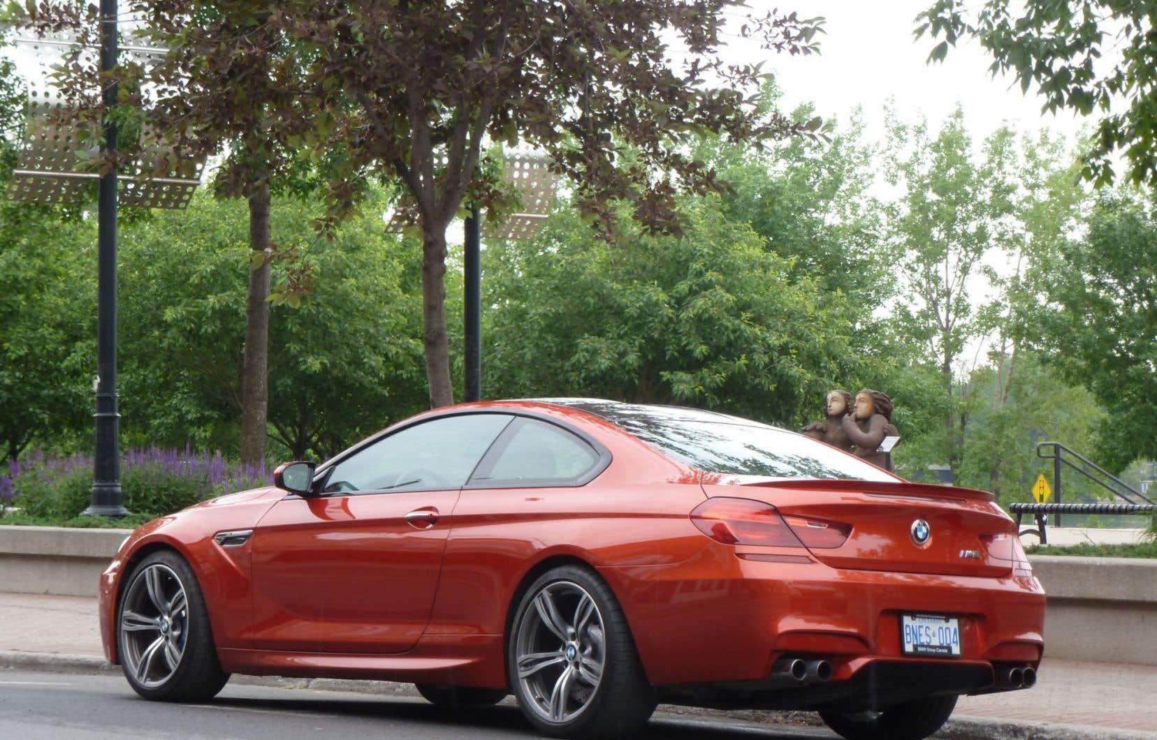 Avec la BMW M6, on peut choisir la conduite à la carte: sportive, ultra-sportive ou, à l'opposé, la promenade. Il y a plus de 125 possibilités de réglages pour le châssis, la direction, la suspension, la boîte de vitesses…