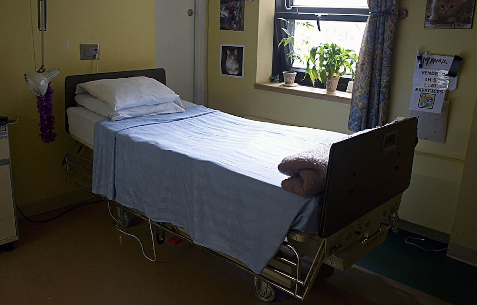 Une chambre dans un CHSLD de la province. Selon le CSSS de Saint-Léonard et Saint-Michel, la présence d'une caméra dans une chambre individuelle d'un centre d'hébergement de son territoire cause du stress et de l'anxiété chez ses employés.