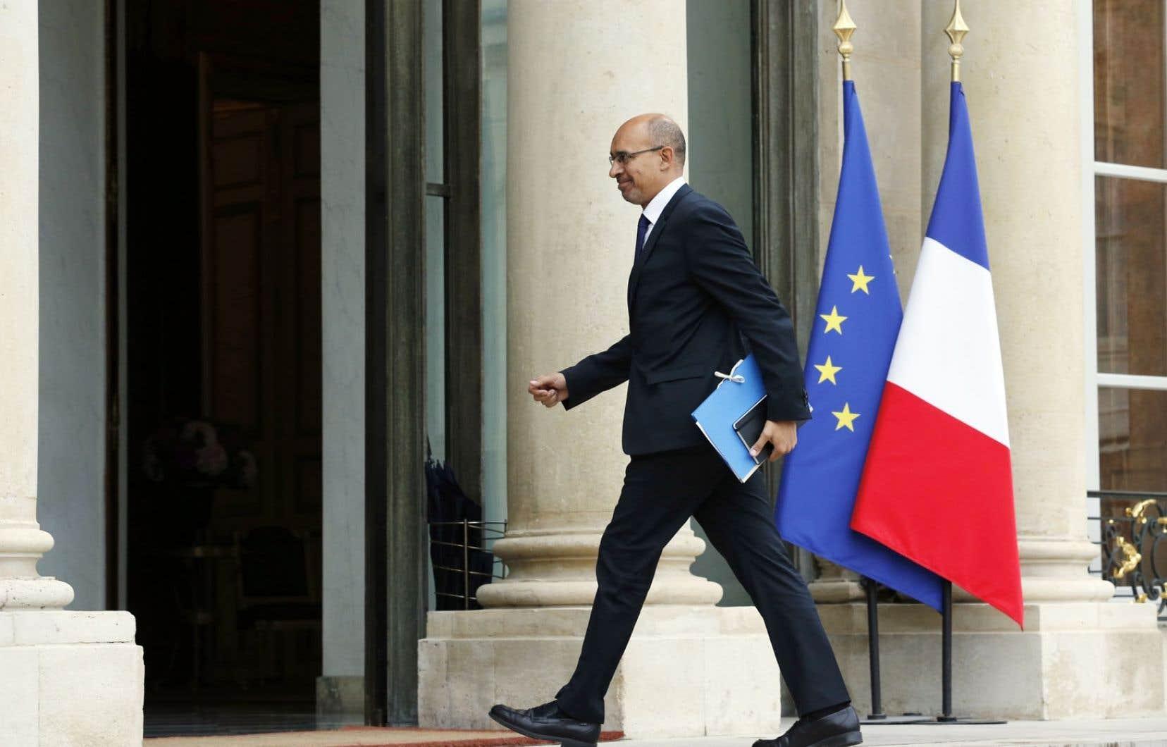Le ministre français chargé des Affaires européennes, Harlem Désir, se rendant à une rencontre convoquée par le président François Hollande au lendemain du résultat des élections européennes.