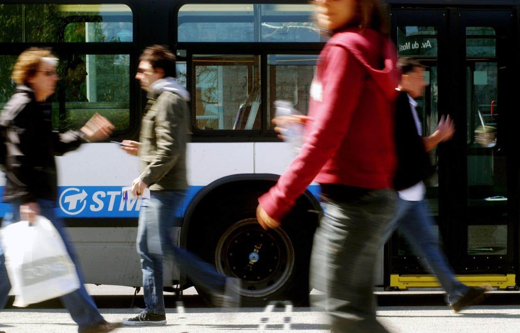 Les enfants qui ont vécu dans la banlieue préfèrent souvent se rapprocher des centres, non seulement pour le mode de vie, mais aussi pour avoir un accès facilité au transport.